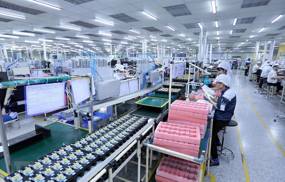 Dây chuyền sản xuất bản mạch điện tử tại Công ty TNHH Nexcon Việt Nam, vốn đầu tư của Hàn Quốc tại Bắc Ninh. (Ảnh: Danh Lam/TTXVN)