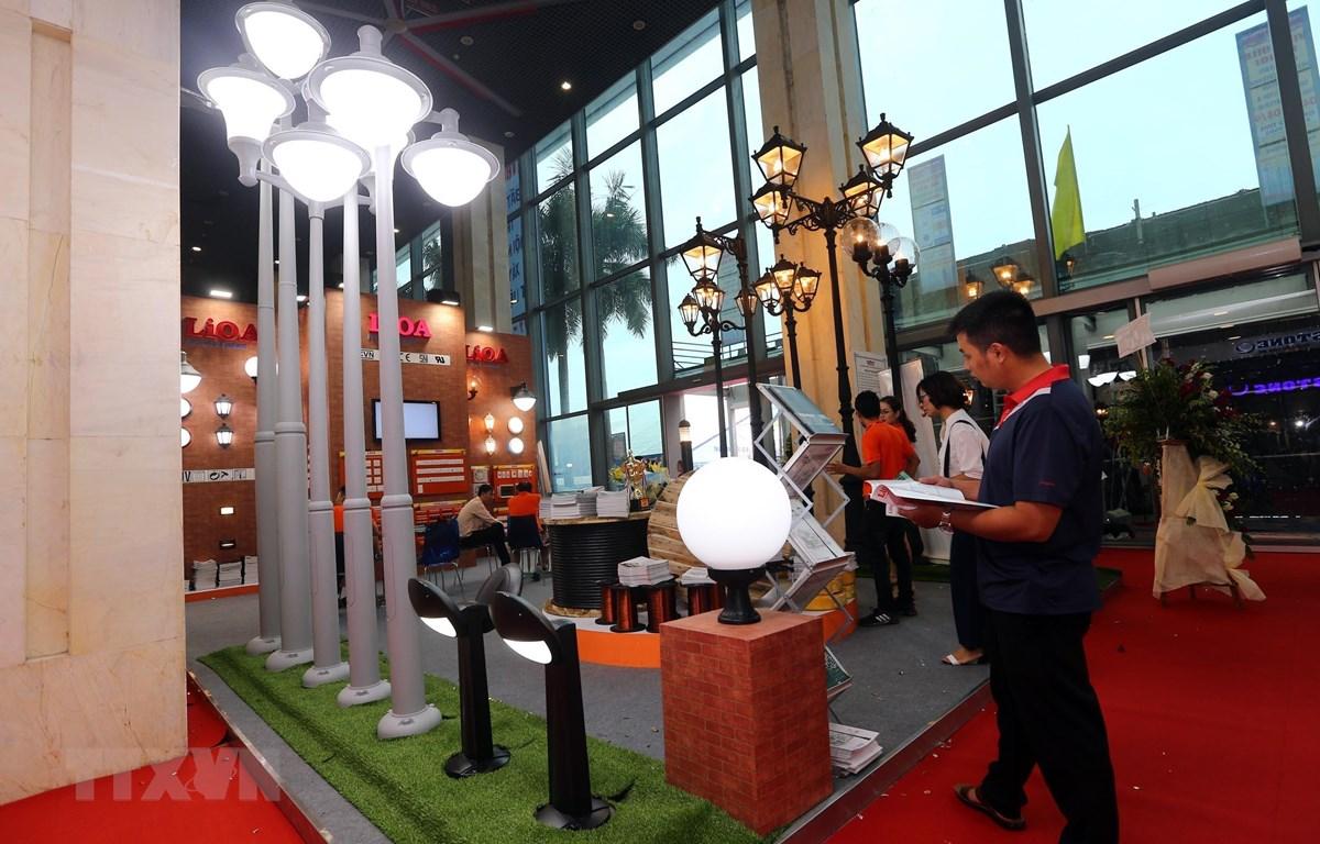 Khách tham quan triển lãm Vietbuild lần thứ 2. (Ảnh minh họa: Danh Lam/TTXVN)