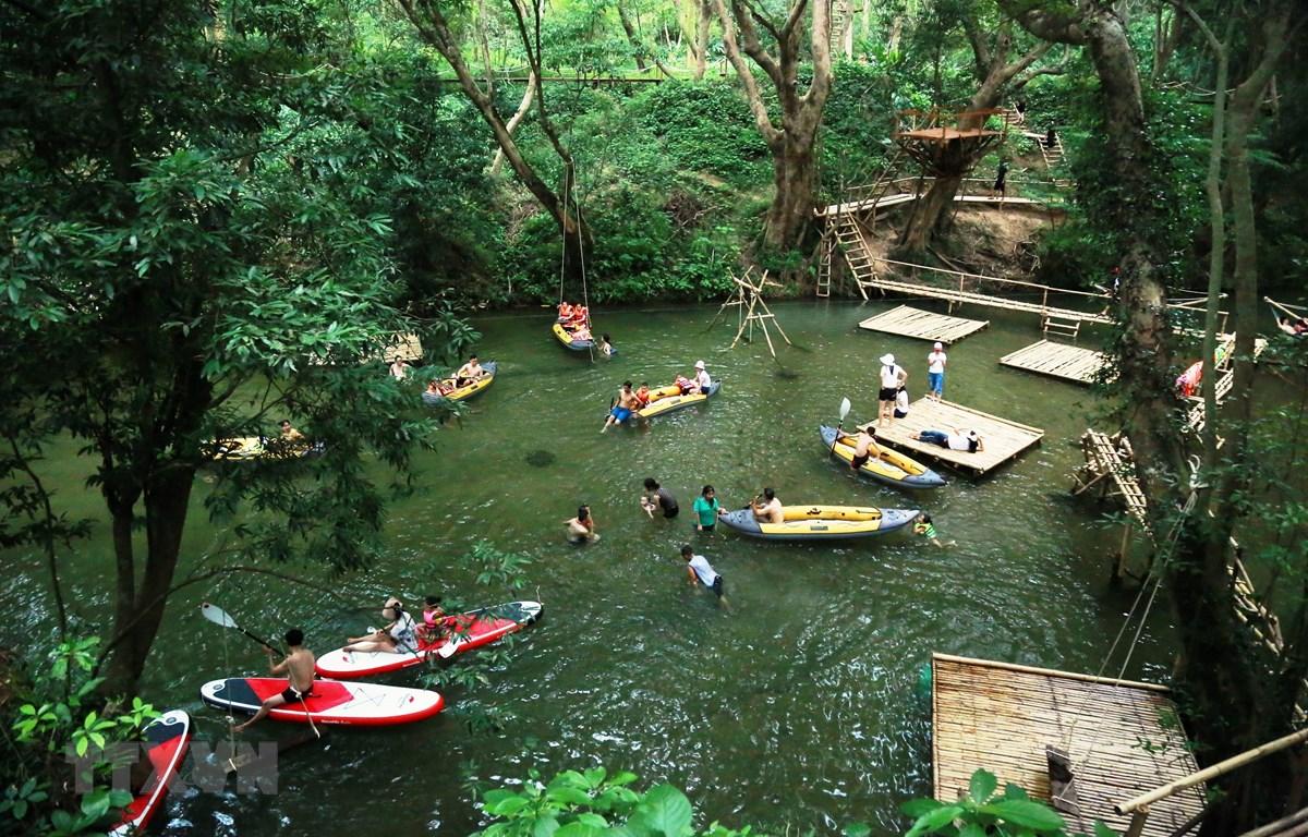 Công viên Ozo Treetop Park - một sản phẩm du lịch mới được đưa vào sử dụng tại Phong Nha-Kẻ Bàng. (Ảnh: Mạnh Thành/TTXVN)
