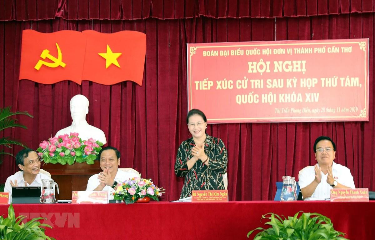 Chủ tịch Quốc hội Nguyễn Thị Kim Ngân tiếp xúc cử tri thị trấn Phong Điền, huyện Phong Điền, Cần Thơ. (Ảnh: Trọng Đức/TTXVN)