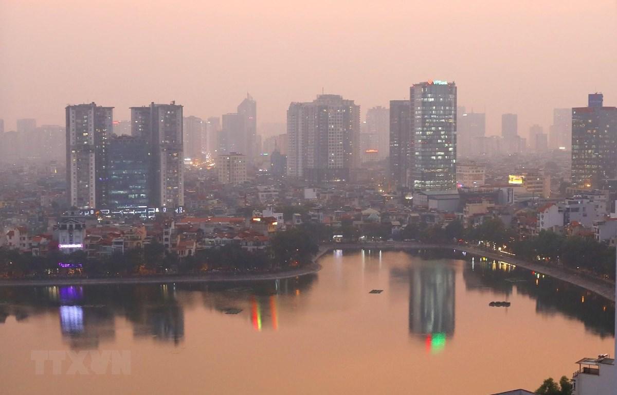 Bầu trời phía Nam Hà Nội mờ sương (ảnh chụp lúc 18h ngày 21/11/2019). (Ảnh: Ngọc Hà/TTXVN)