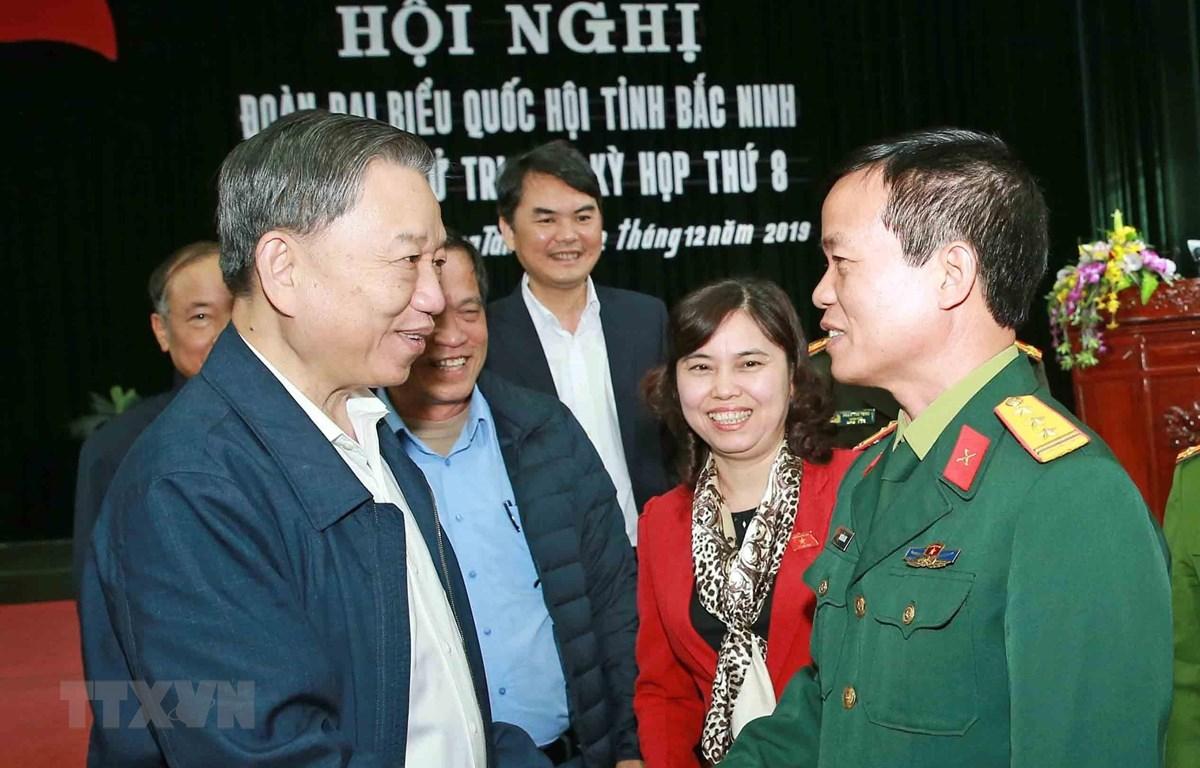 Đại tướng Tô Lâm, Ủy viên Bộ Chính trị, Bộ trưởng Bộ Công an với các đại biểu. (Ảnh: Doãn Tấn/TTXVN)