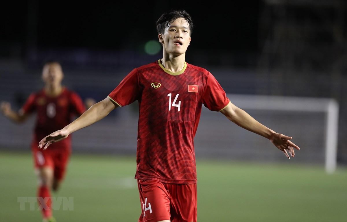 Tiền vệ Hoàng Đức (14) ăn mừng sau khi ghi bàn nâng tỷ số lên 2-1 cho U22 Việt Nam. (Ảnh: Hoàng Linh/TTXVN)