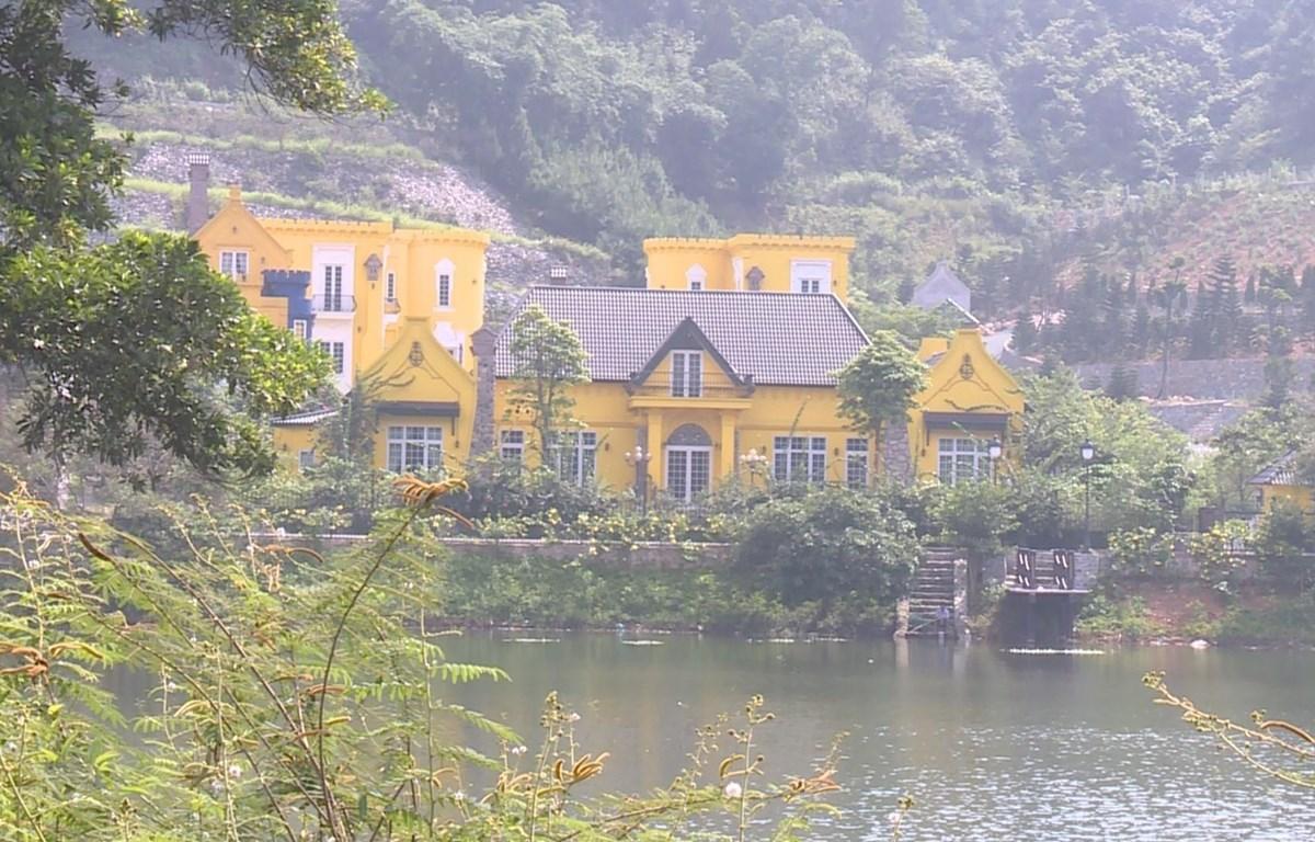Một số nhà ở và công trình phụ trợ nằm trên địa bàn thôn Minh Tân, xã Minh Trí, huyện Sóc Sơn, Hà Nội. (Ảnh: TTXVN phát)
