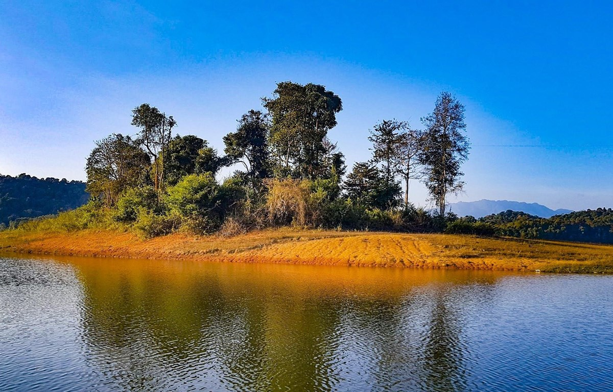Vẻ đẹp hồ Pa Khoang (Điện Biên). (Ảnh: Phan Tuấn Anh/TTXVN)