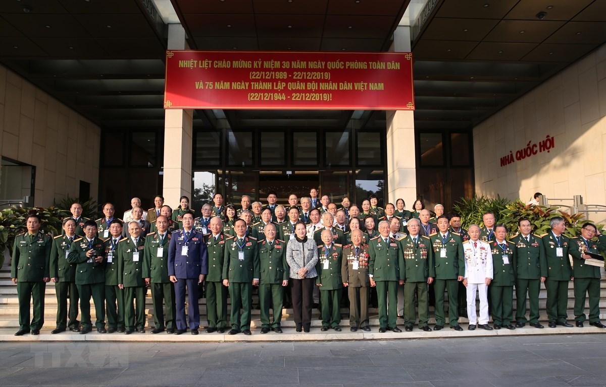 Chủ tịch Quốc hội Nguyễn Thị Kim Ngân với các đại biểu. (Ảnh: Dương Giang/TTXVN)