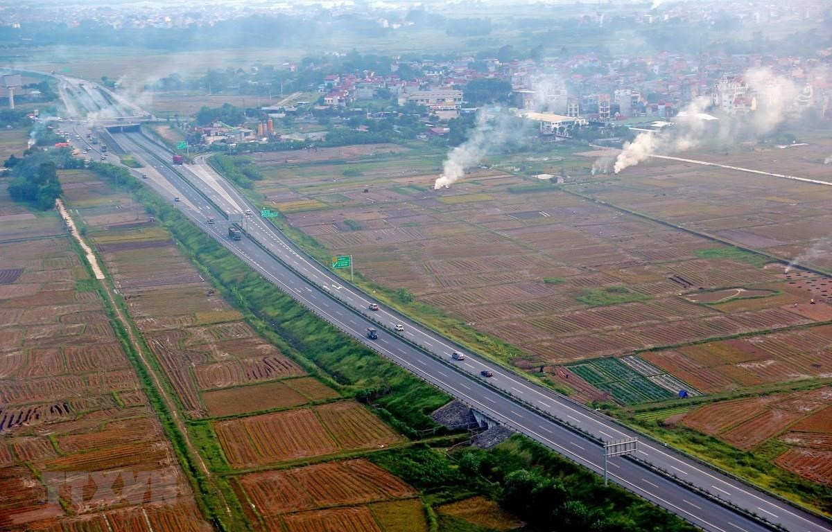 Đường cao tốc Nội Bài-Lào Cai, rút ngắn thời gian từ Thủ đô Hà Nội tới tỉnh Lào Cai từ 8h đồng hồ xuống còn hơn 3 giờ. (Ảnh: Huy Hùng/TTXVN)
