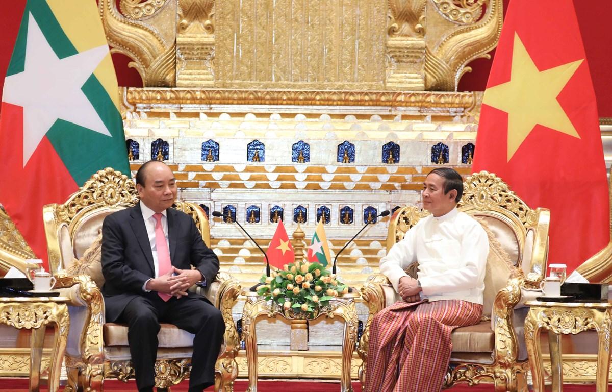 Thủ tướng Nguyễn Xuân Phúc hội kiến Tổng thống Myanmar Win Myint. (Ảnh: Thống Nhất/TTXVN)