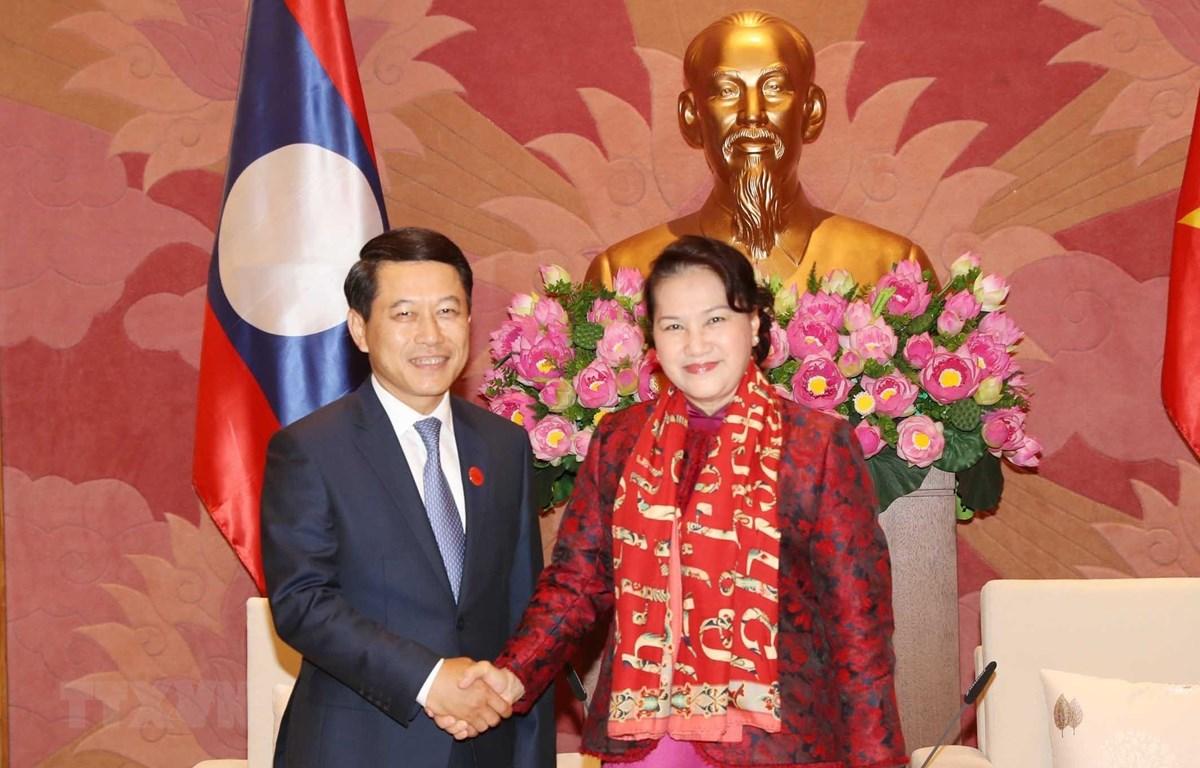 Chủ tịch Quốc hội Nguyễn Thị Kim Ngân tiếp Bộ trưởng Ngoại giao Lào Saleumxay Kommasith. (Ảnh: Trọng Đức/TTXVN)
