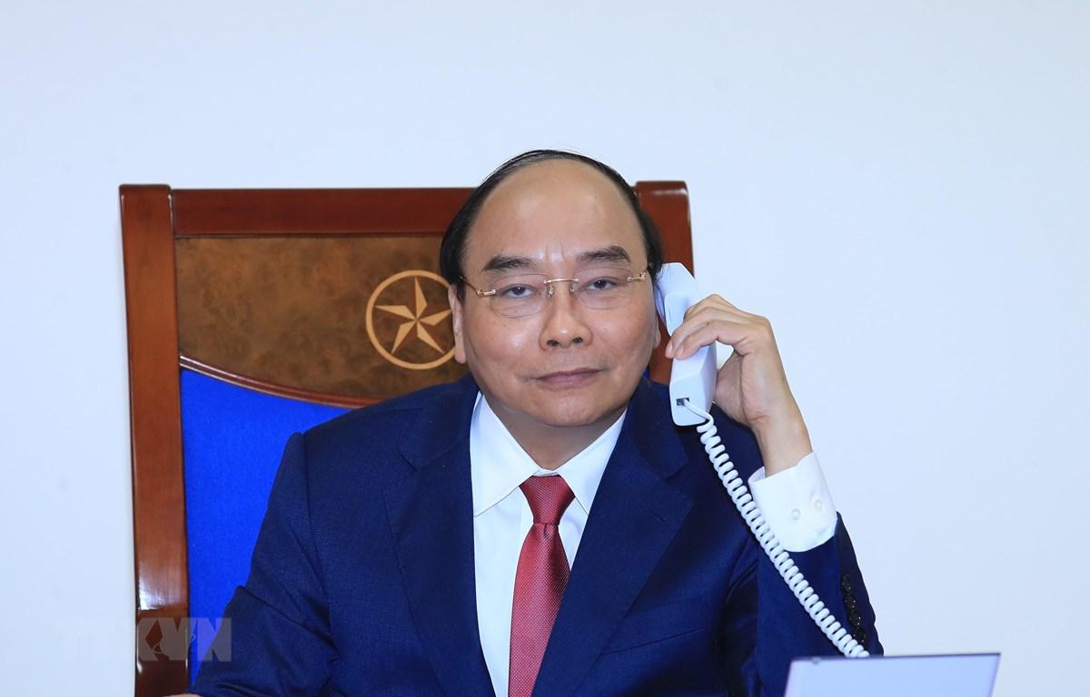 Thủ tướng Nguyễn Xuân Phúc điện đàm với Thủ tướng Liên bang Nga Dmitry Medvedev. (Ảnh: Thống Nhất/TTXVN)