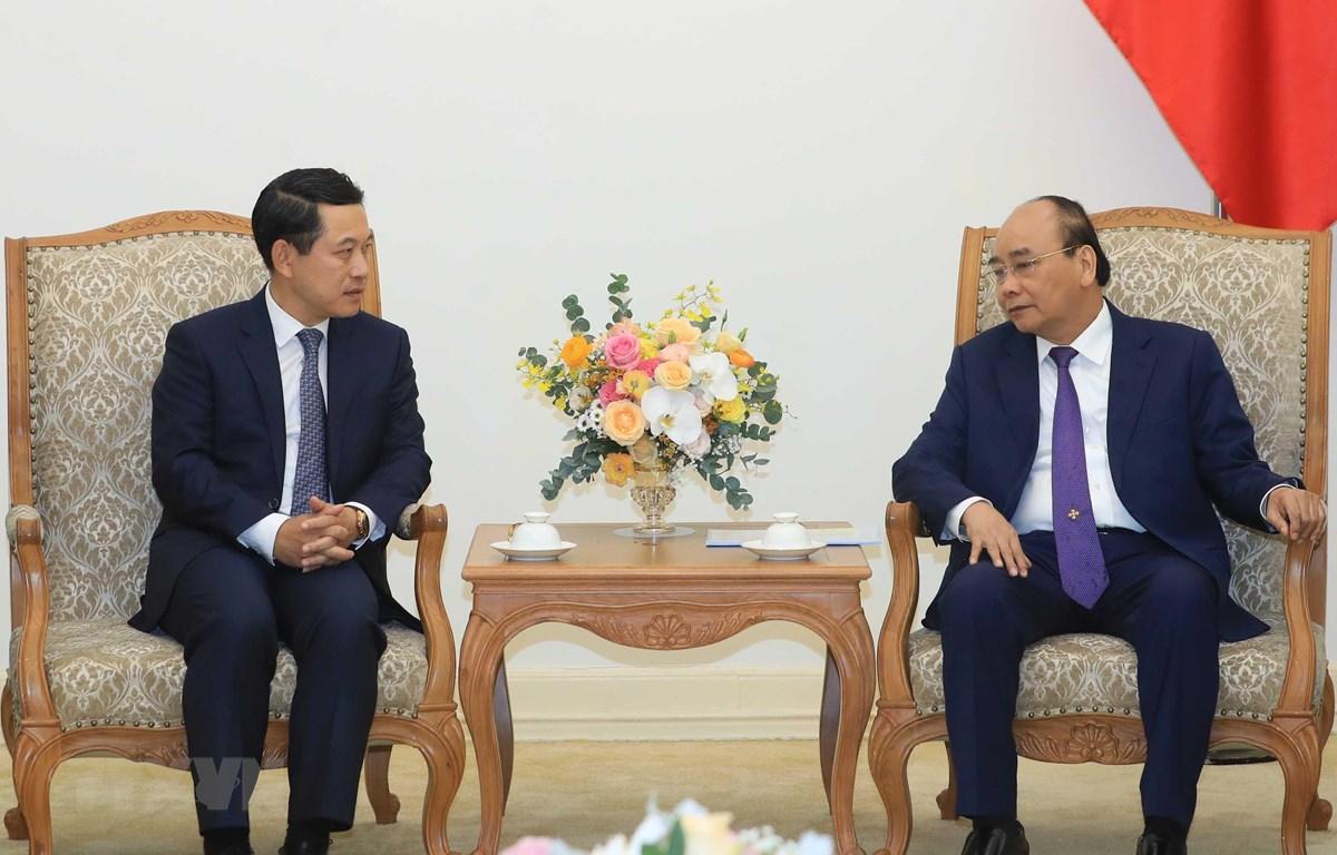 Thủ tướng Nguyễn Xuân Phúc tiếp Bộ trưởng Bộ Ngoại giao Lào Saleumxay Kommasith đang thăm chính thức Việt Nam. (Ảnh: Thống Nhất/TTXVN)