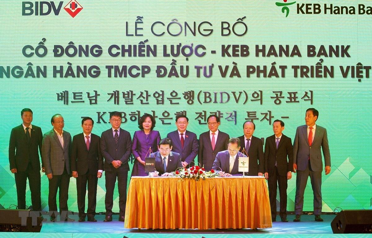 Lễ ký kết thỏa thuận giữa Ngân hàng TMCP Đầu tư và Phát triển Việt Nam (BIDV) Ngân hàng KEB Hana Hàn Quốc (KEB Hana Bank). (Ảnh: Nguyễn Dân/TTXVN)