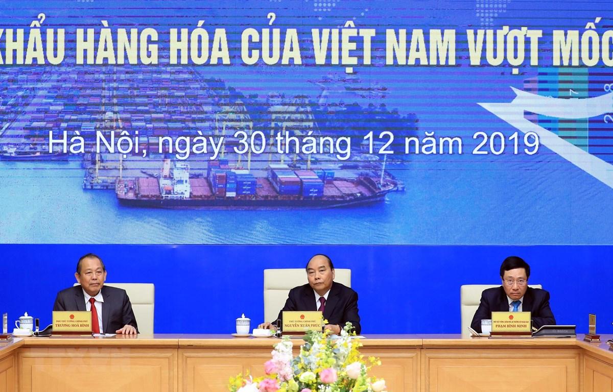 Thủ tướng Nguyễn Xuân Phúc và các Phó thủ tướng tại buổi lễ. (Ảnh: Thống Nhất/TTXVN)