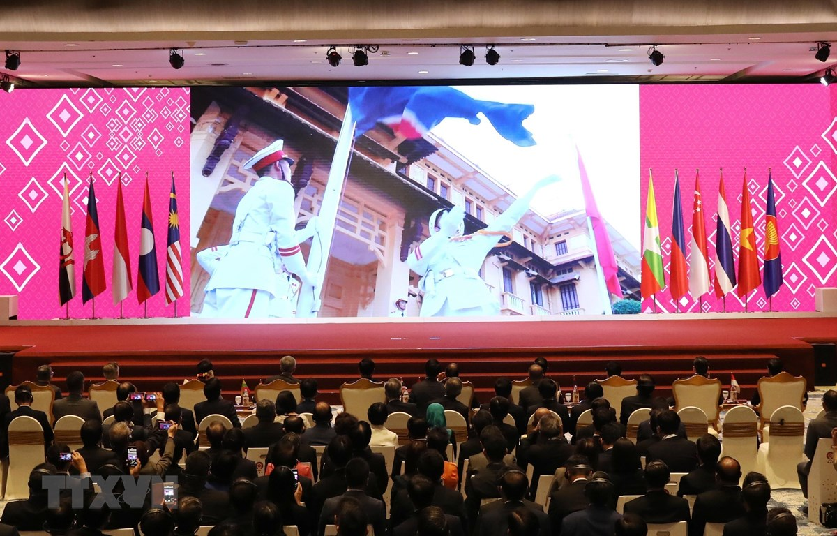 Trình chiếu video giới thiệu về Việt Nam tại lễ bàn giao chức Chủ tịch ASEAN năm 2020 cho Việt Nam. (Ảnh: Thống Nhất/TTXVN)