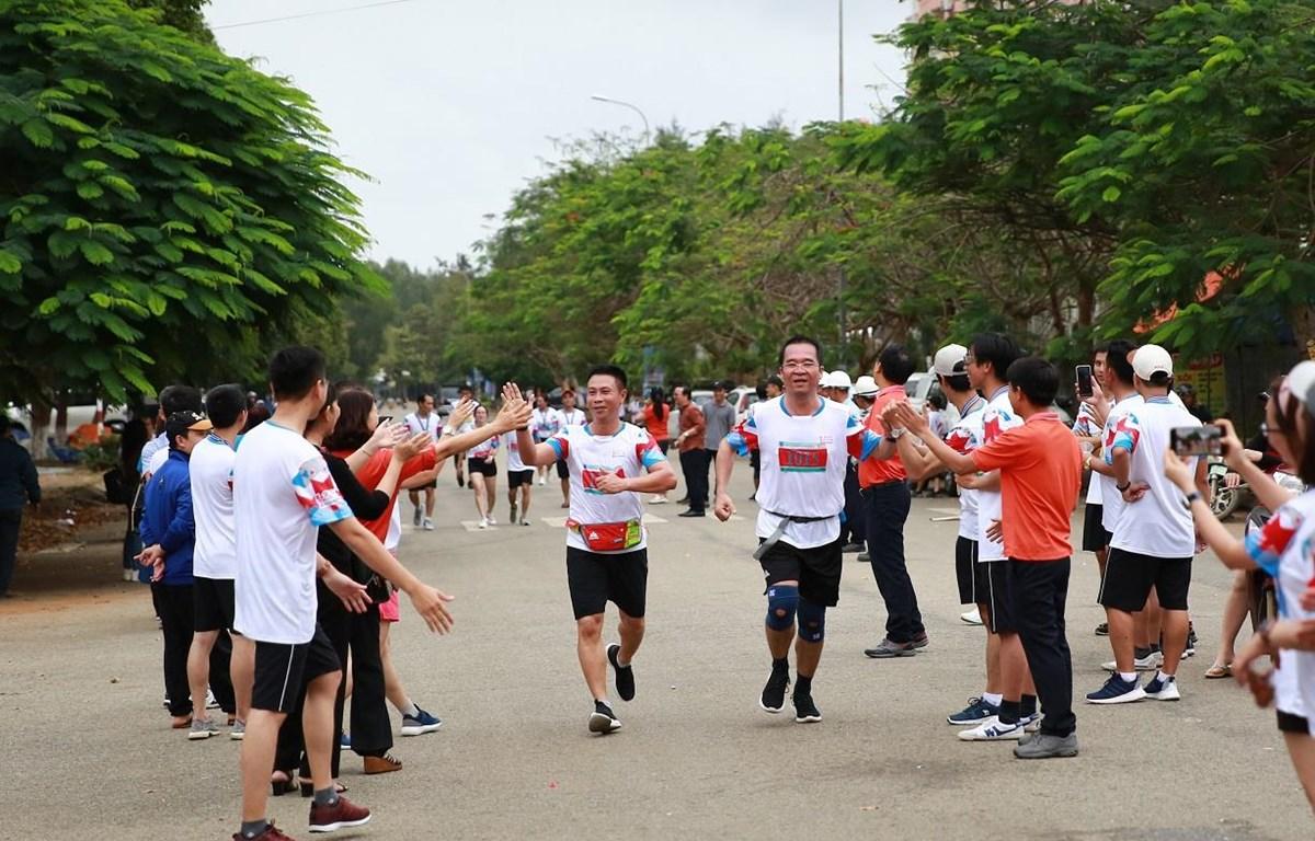Các vận động viên tăng tốc để về đích.