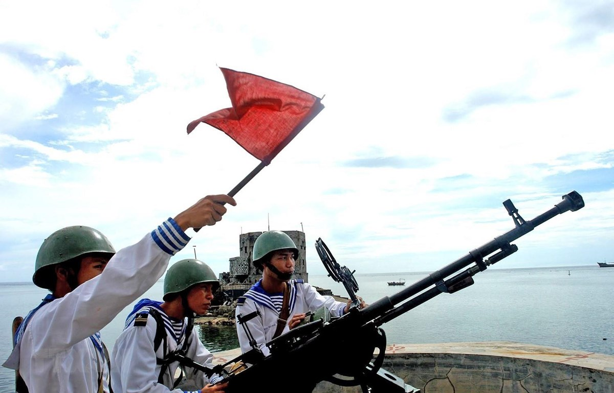 Lực lượng Hải quân tại quần đảo Trường Sa thường xuyên luyện tập, nâng cao cảnh giác, sẵn sàng chiến đấu bảo vệ chủ quyền biển đảo Tổ quốc. (Ảnh: TTXVN)