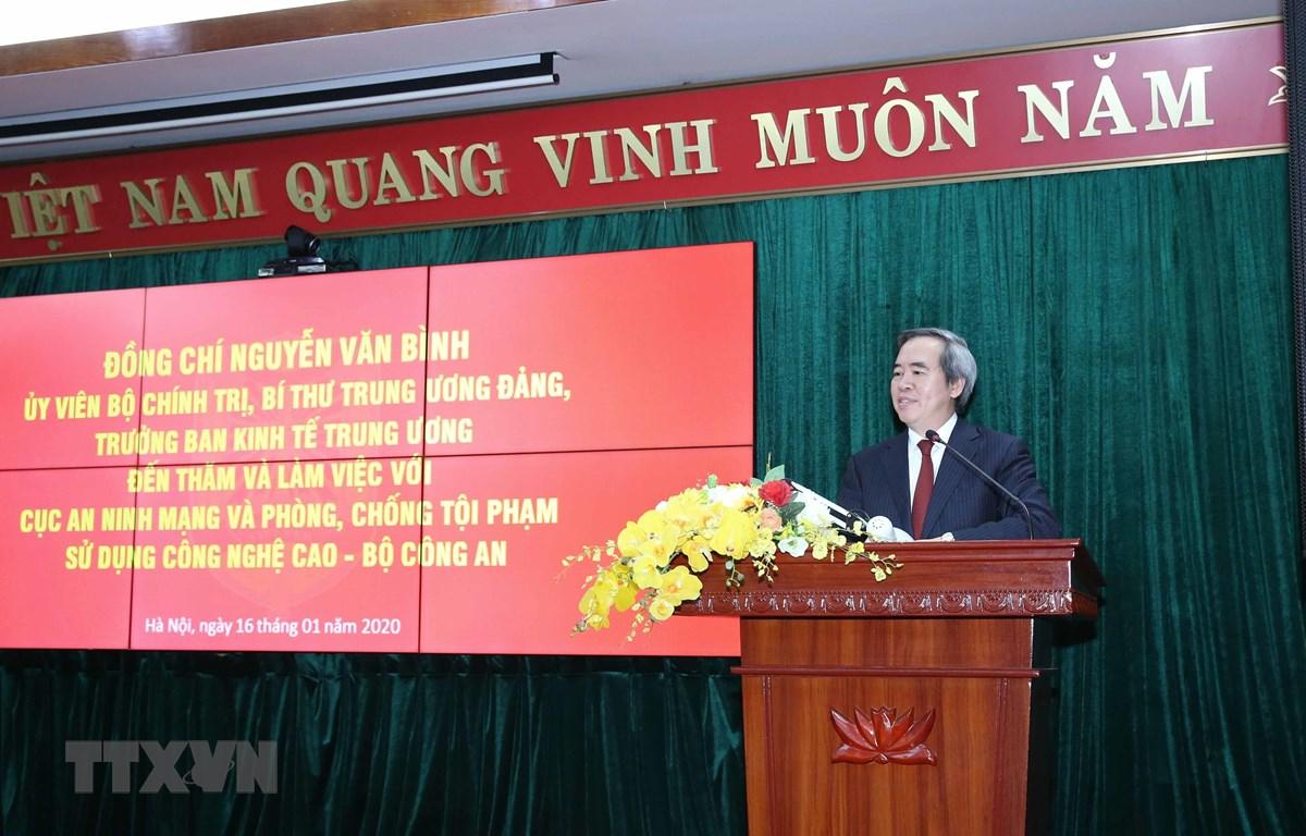 Đồng chí Nguyễn Văn Bình, Ủy viên Bộ Chính trị, Bí thư Trung ương Đảng, Trưởng Ban Kinh tế Trung ương phát biểu tại buổi làm việc. (Ảnh: Phương Hoa/TTXVN)