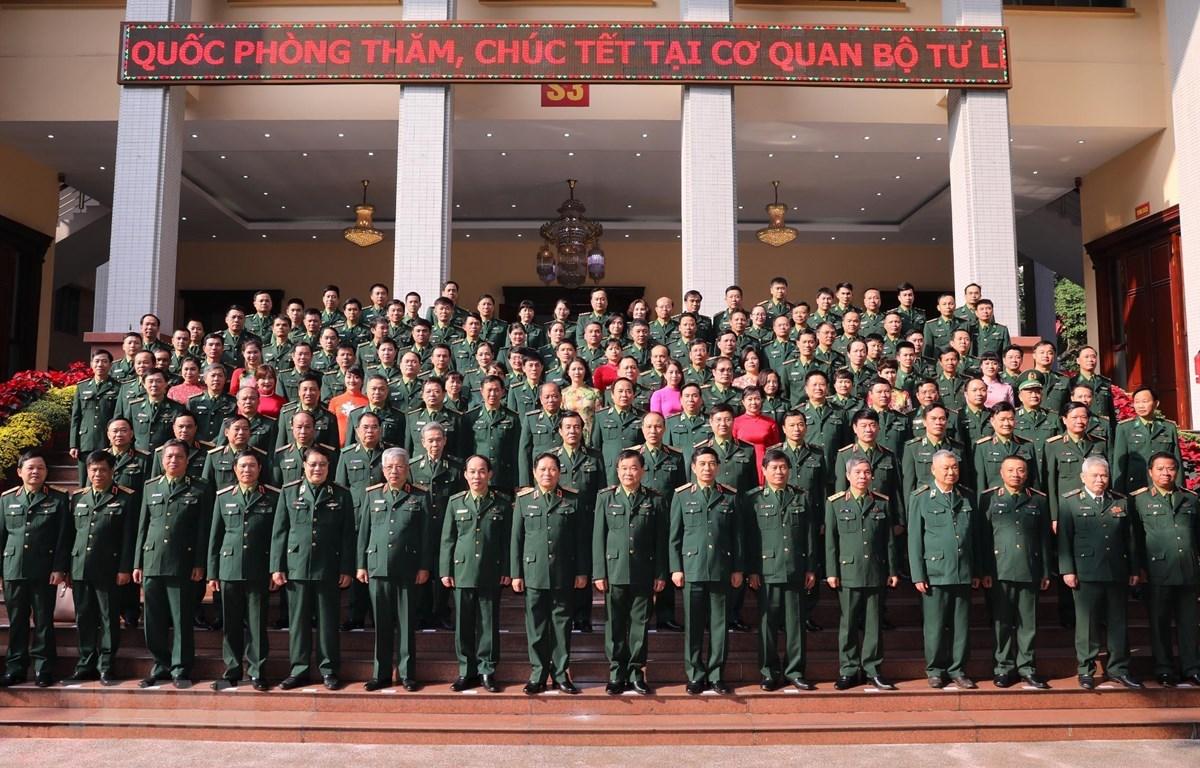 Bộ trưởng Bộ Quốc phòng Ngô Xuân Lịch với các đại biểu Quân ủy Trung ương, Bộ Quốc phòng và Bộ Tư lệnh Bộ đội Biên phòng. (Ảnh: Lâm Khánh/TTXVN)