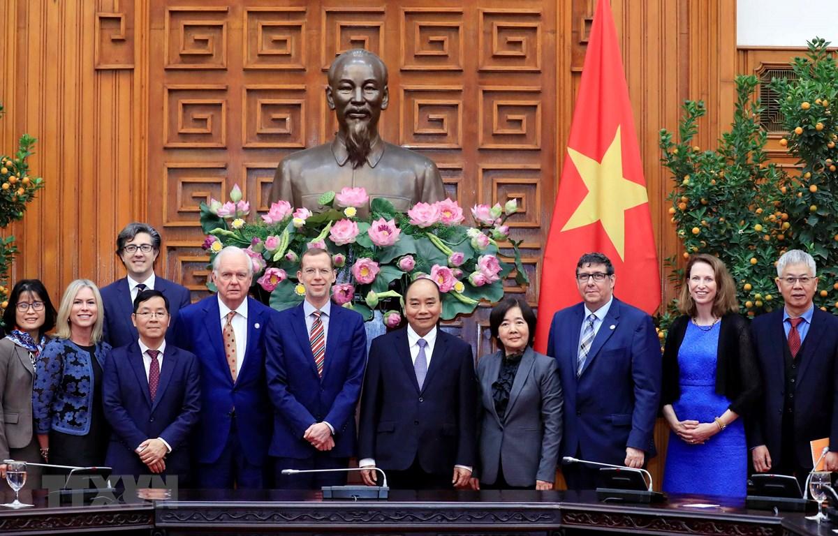 Thủ tướng Nguyễn Xuân Phúc với Đoàn các Giáo sư Đại học Harvard Kennedy, Hoa Kỳ. (Ảnh: Thống Nhất/TTXVN)