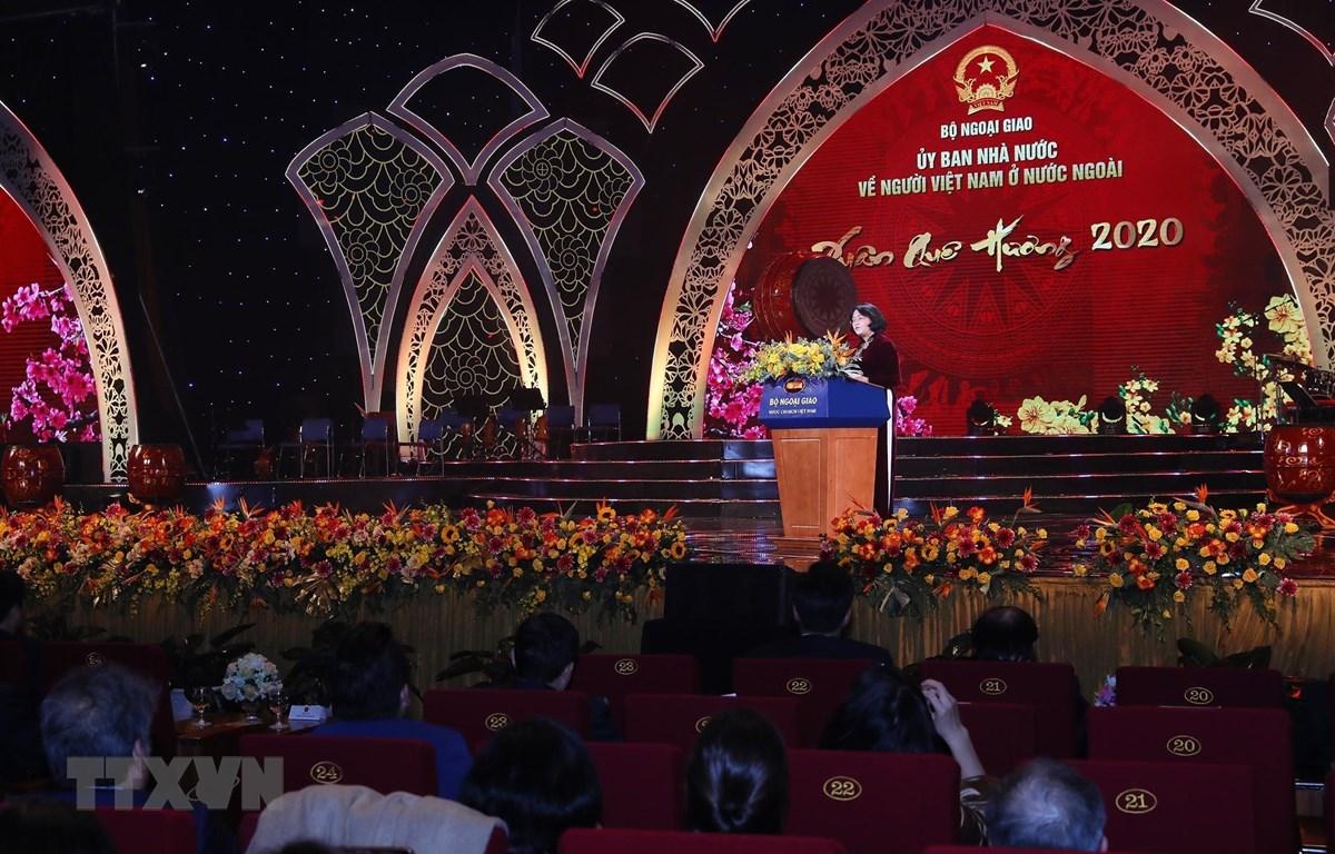 Phó Chủ tịch nước Đặng Thị Ngọc Thịnh phát biểu, chúc mừng kiều bào về Việt Nam vui Xuân đón Tết. (Ảnh: Lâm Khánh/TTXVN)