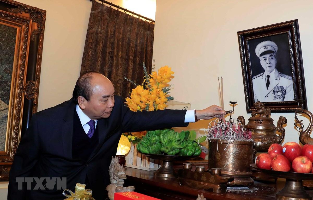 Thủ tướng Nguyễn Xuân Phúc đến dâng hương tưởng niệm Đại tướng Võ Nguyên Giáp. (Ảnh: Thống Nhất/TTXVN)