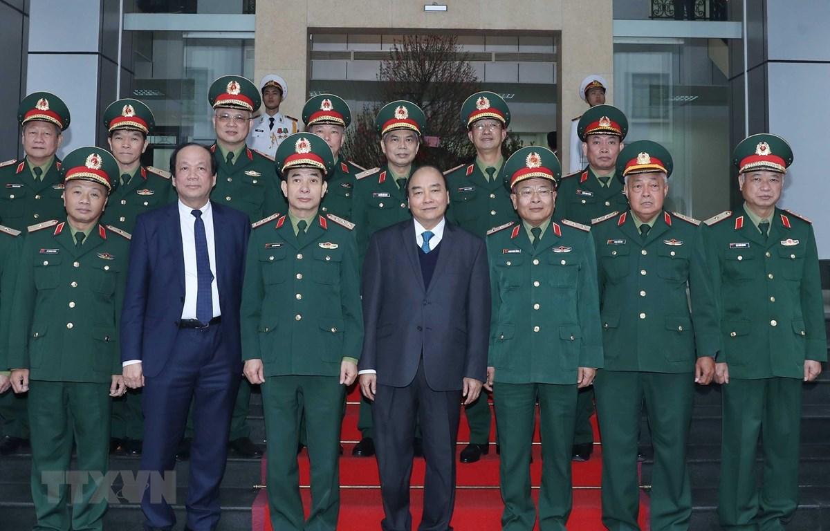Thủ tướng Nguyễn Xuân Phúc đến thăm, kiểm tra công tác sẵn sàng chiến đấu và trực Tết Nguyên đán Canh Tý 2020 tại Tổng cục II, Bộ Quốc phòng. (Ảnh: Thống Nhất – TTXVN)