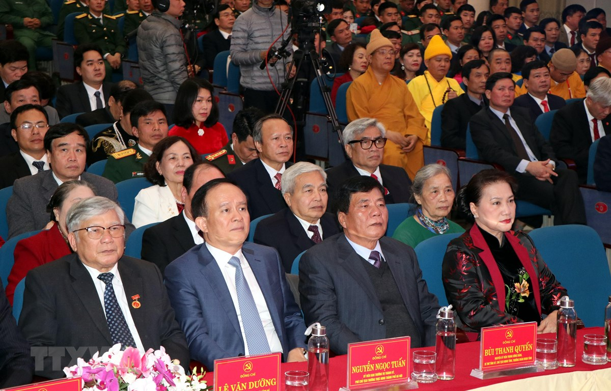 Ủy viên Bộ Chính trị, Chủ tịch Quốc hội Nguyễn Thị Kim Ngân cùng lãnh đạo tỉnh Hải Dương và các đại biểu dự buổi lễ. (Ảnh: Mạnh Tú/TTXVN)