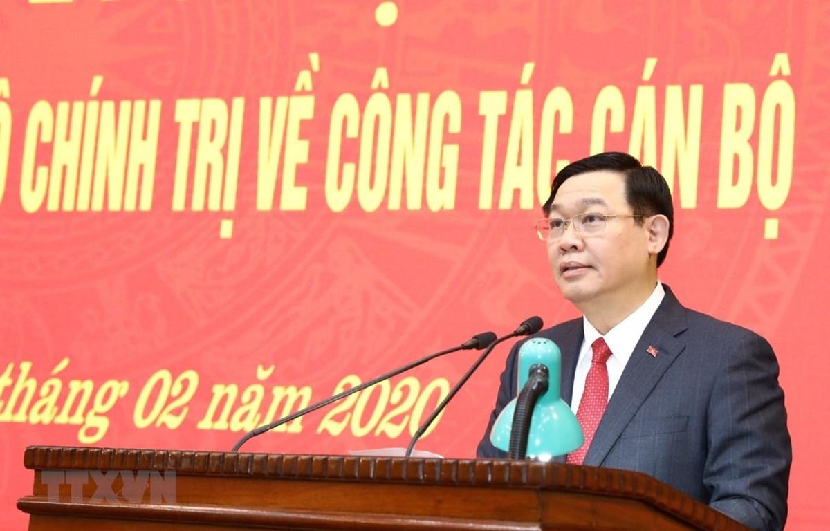 Ủy viên Bộ Chính trị, Bí thư Thành ủy Hà Nội Vương Đình Huệ phát biểu tại lễ trao quyết định. (Ảnh: Văn Điệp/TTXVN)