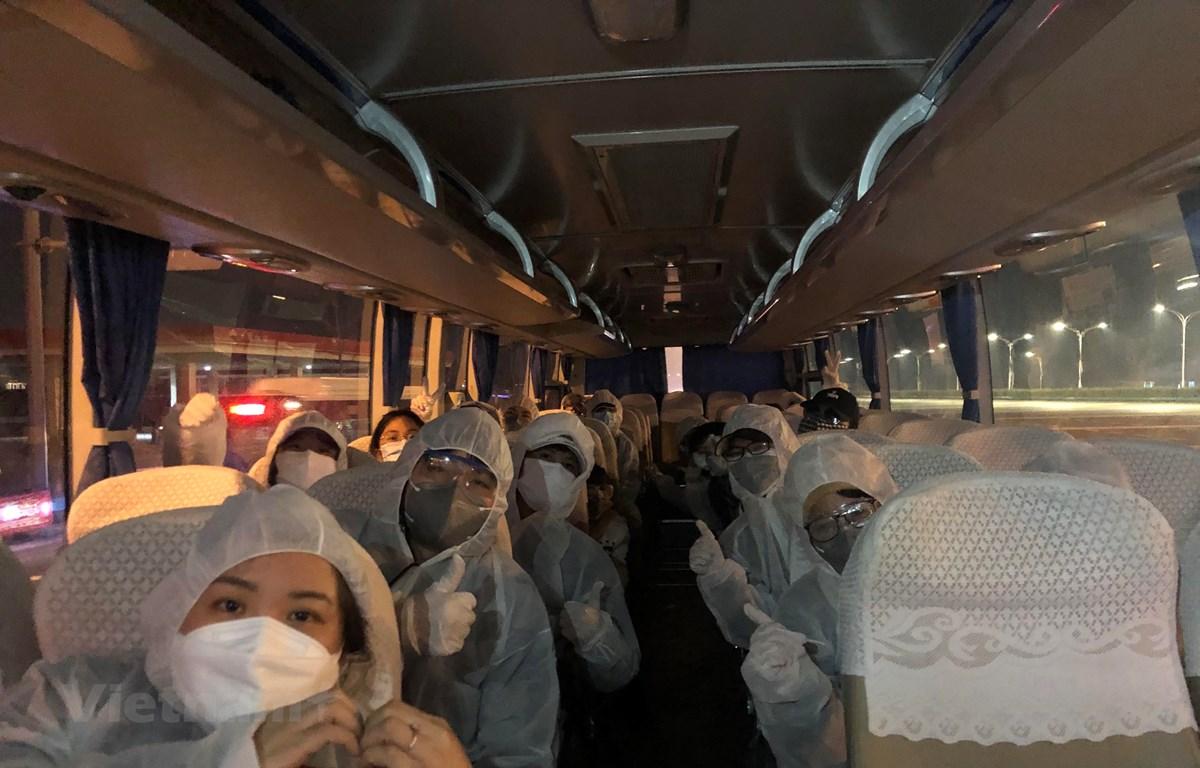Nhóm lưu học sinh Việt Nam chuẩn bị để về Việt Nam. (Ảnh do nhân vật cung cấp)