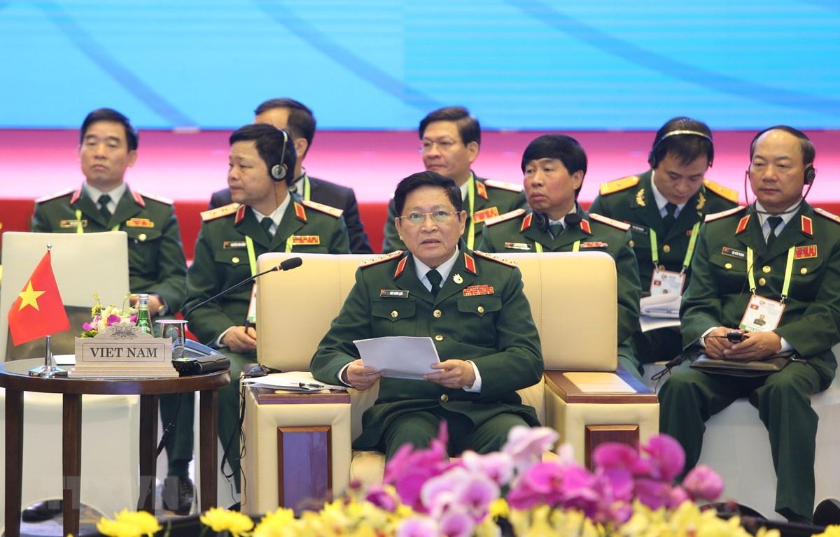 Đại tướng Ngô Xuân Lịch, Uỷ viên Bộ Chính trị, Phó Bí thư Quân uỷ Trung ương, Bộ trưởng Bộ Quốc phòng Việt Nam phát biểu khai mạc. (Ảnh: Dương Giang/TTXVN)