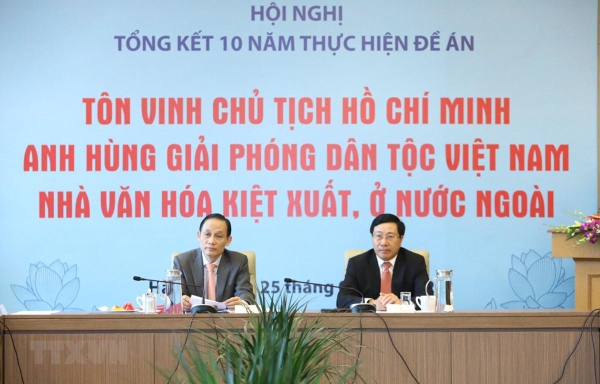 Phó Thủ tướng, Bộ trưởng Bộ Ngoại giao Phạm Bình Minh và Thứ trưởng Bộ Ngoại giao Lê Hoài Trung chủ trì hội nghị. (Ảnh: Văn Điệp/TTXVN)