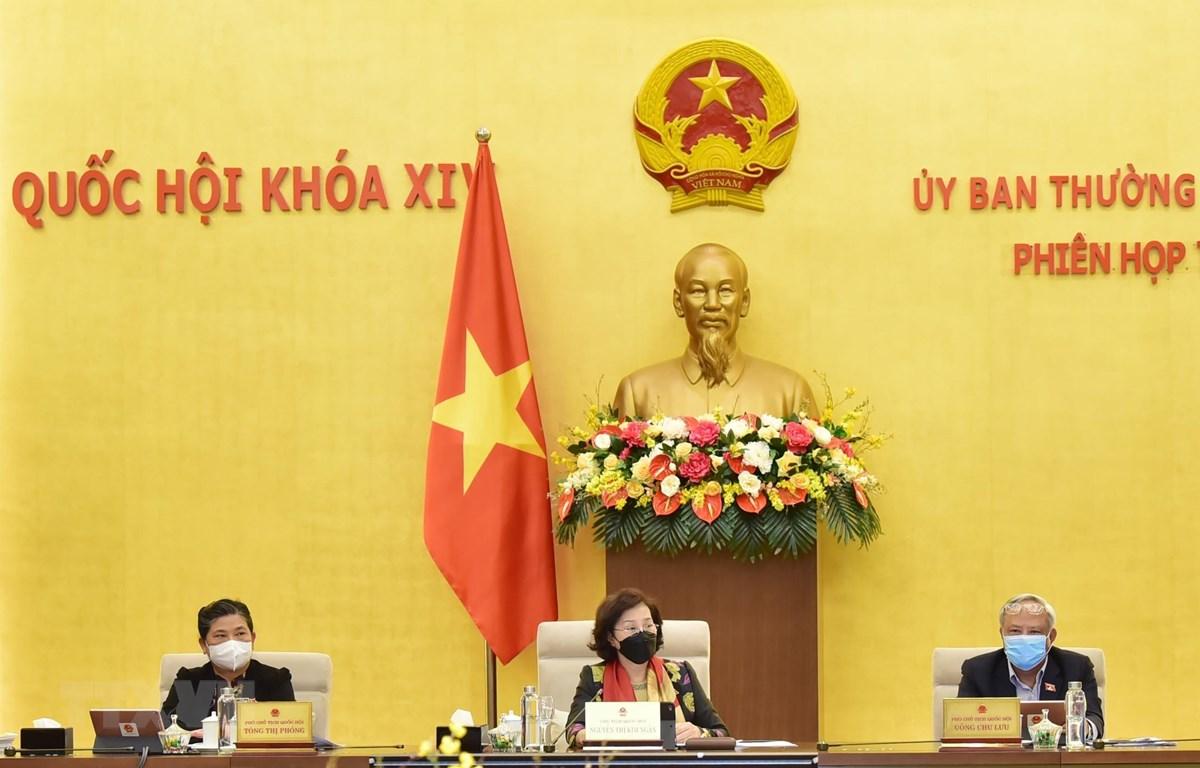 Chủ tịch Quốc hội Nguyễn Thị Kim Ngân và các Phó Chủ tịch Quốc hội tại phiên họp. (Ảnh: Trọng Đức/TTXVN)