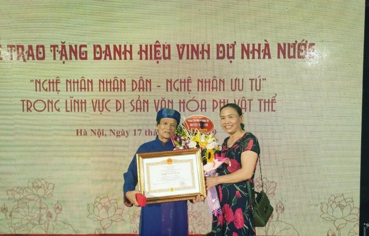 Ông Nguyễn Ngọc Lược trong lễ vinh danh Nghệ nhân ưu tú, nghệ nhân nhân dân năm 2019. (Ảnh: TTXVN phát)