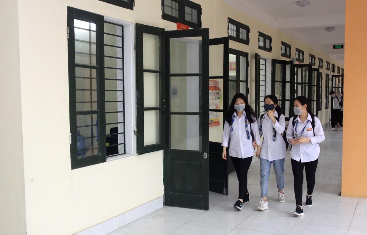 Học sinh trường THPT Lê Quý Đôn, thành phố Thái Bình đi học trở lại. (Ảnh: Thế Duyệt/TTXVN)