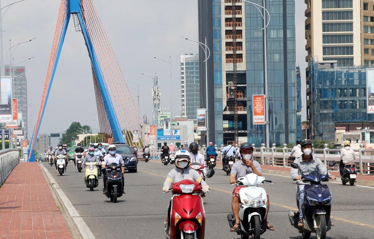 Phương tiện lưu thông trên các tuyến đường Đà Nẵng. (Ảnh: Trần Lê Lâm/TTXVN)
