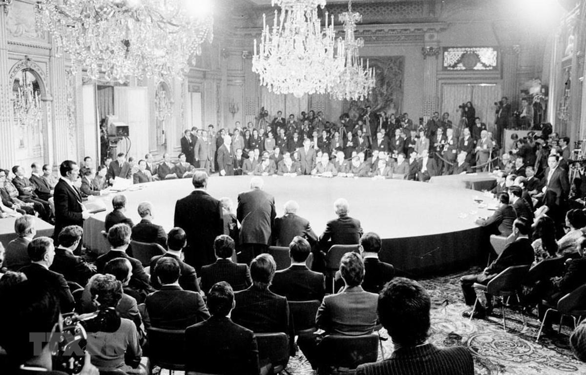 Chiến thắng 'Hà Nội – Điện Biên Phủ trên không' đã đánh gục ý đồ của Mỹ, mở đường rộng lớn cho ký kết Hiệp định Paris về Việt Nam ngày 27/1/1973 (ảnh), buộc Mỹ phải rút hết quân ra khỏi miền Nam Việt Nam, tạo ra tiền đề cho giải phóng hoàn toàn miền Nam,
