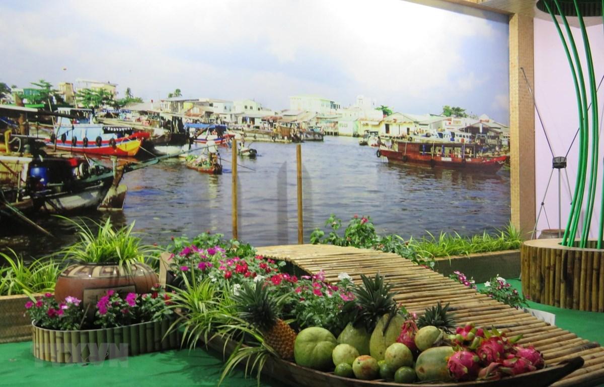 Mô hình Chợ nổi Cái Răng được tái hiện tại sự kiện Ngày hội Du lịch - Đêm Hoa đăng Ninh Kiều, Cần Thơ lần thứ III năm 2019. (Ảnh: Ánh Tuyết/TTXVN)