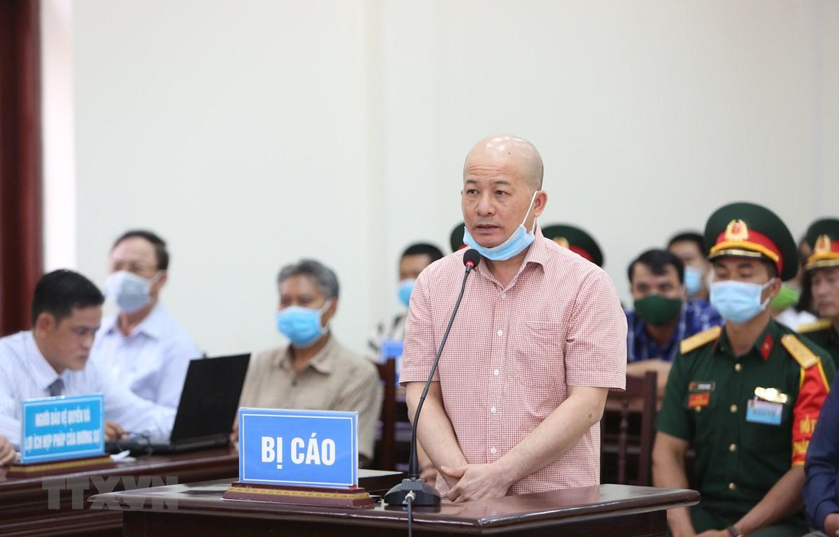 Bị cáo Đinh Ngọc Hệ khai báo trước Hội đồng xét xử. (Ảnh: Dương Giang/TTXVN)