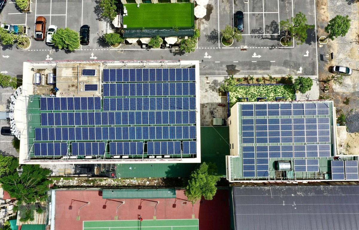 Phát triển điện mặt trời trên mái nhà ở Quảng Bình. (Ảnh: Đức Thọ/TTXVN)