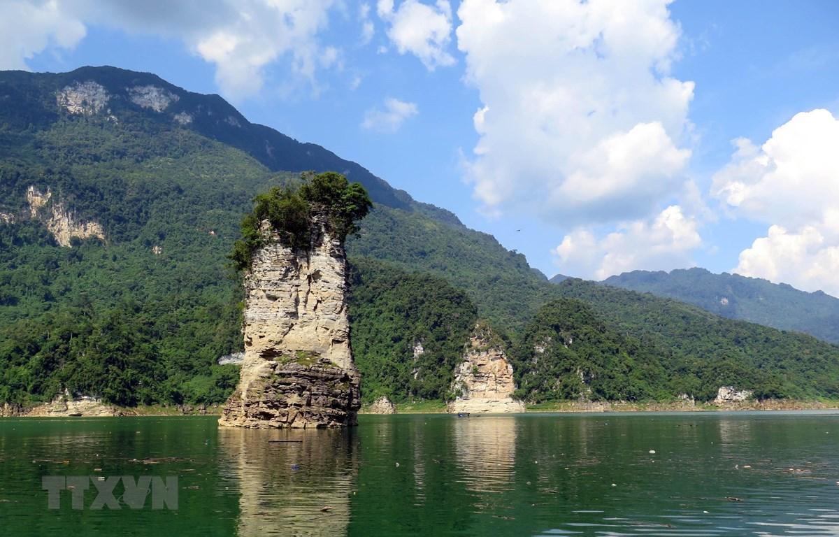 Hồ thủy điện Na Hang - điểm du lịch hấp dẫn du khách tại Tuyên Quang. (Ảnh: Vũ Quang/TTXVN)