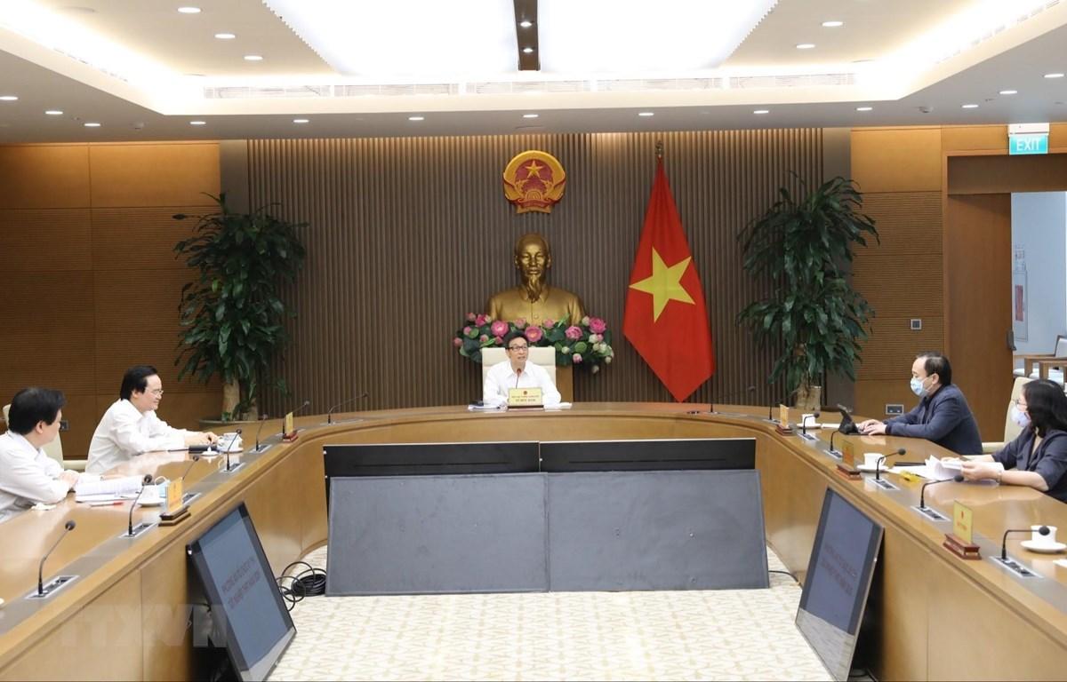 Phó Thủ tướng Vũ Đức Đam chủ trì buổi làm việc lên phương án tổ chức thi THPT quốc gia năm 2020. (Ảnh: Văn Điệp/TTXVN)