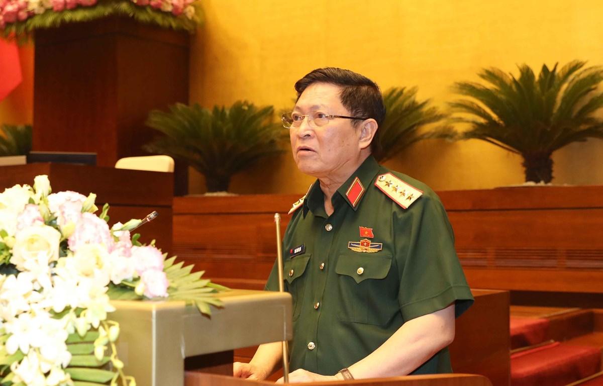 Bộ trưởng Bộ Quốc phòng Ngô Xuân Lịch giải trình ý kiến của đại biểu Quốc hội. (Ảnh: Doãn Tấn/TTXVN)