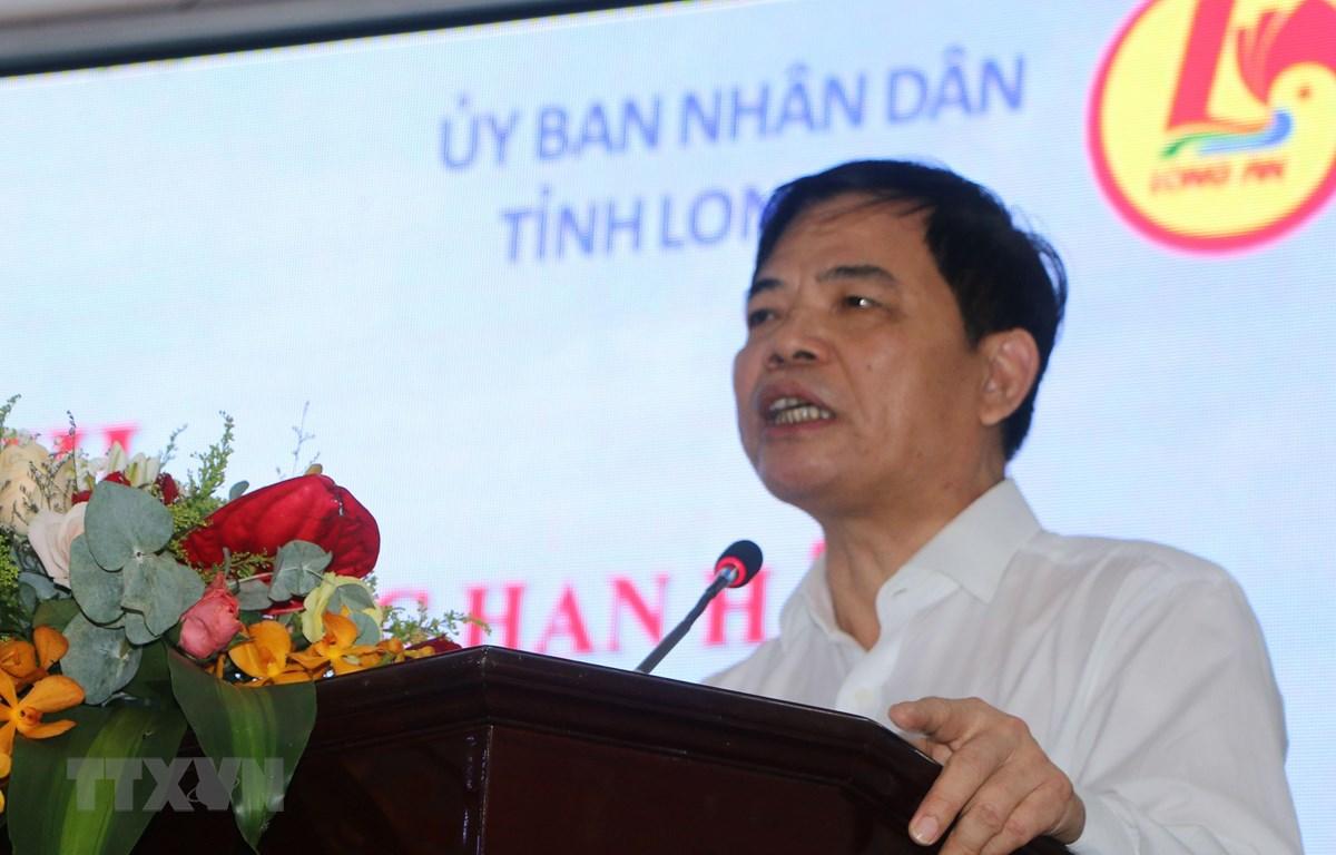 Bộ trưởng Bộ NN & PTNT Nguyễn Xuân Cường phát biểu tại hội nghị. (Ảnh: Thanh Bình/TTXVN)