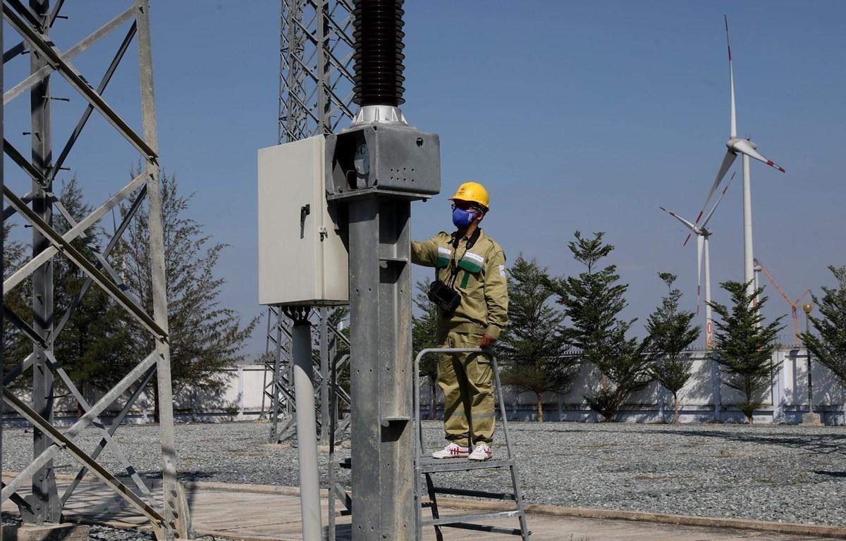 Kiểm tra vận hành trạm biến áp 220kV Tháp Chàm, giải tỏa công suất các nguồn năng lượng tái tạo trên địa bàn tỉnh Ninh Thuận. (Ảnh: Ngọc Hà/TTXVN)