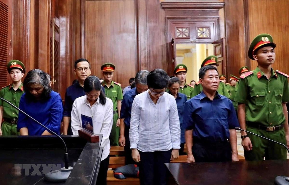 Các bị cáo nghe tuyên án ngày 22/11/2019. (Ảnh: Thành Chung/TTXVN)