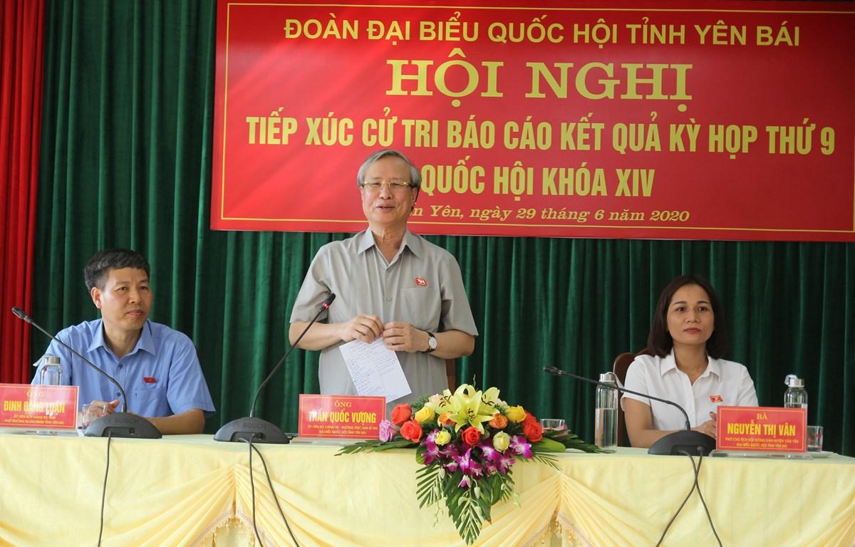 Thường trực Ban Bí thư Trần Quốc Vượng phát biểu tại buổi tiếp xúc. (Ảnh: Việt Dũng/TTXVN)