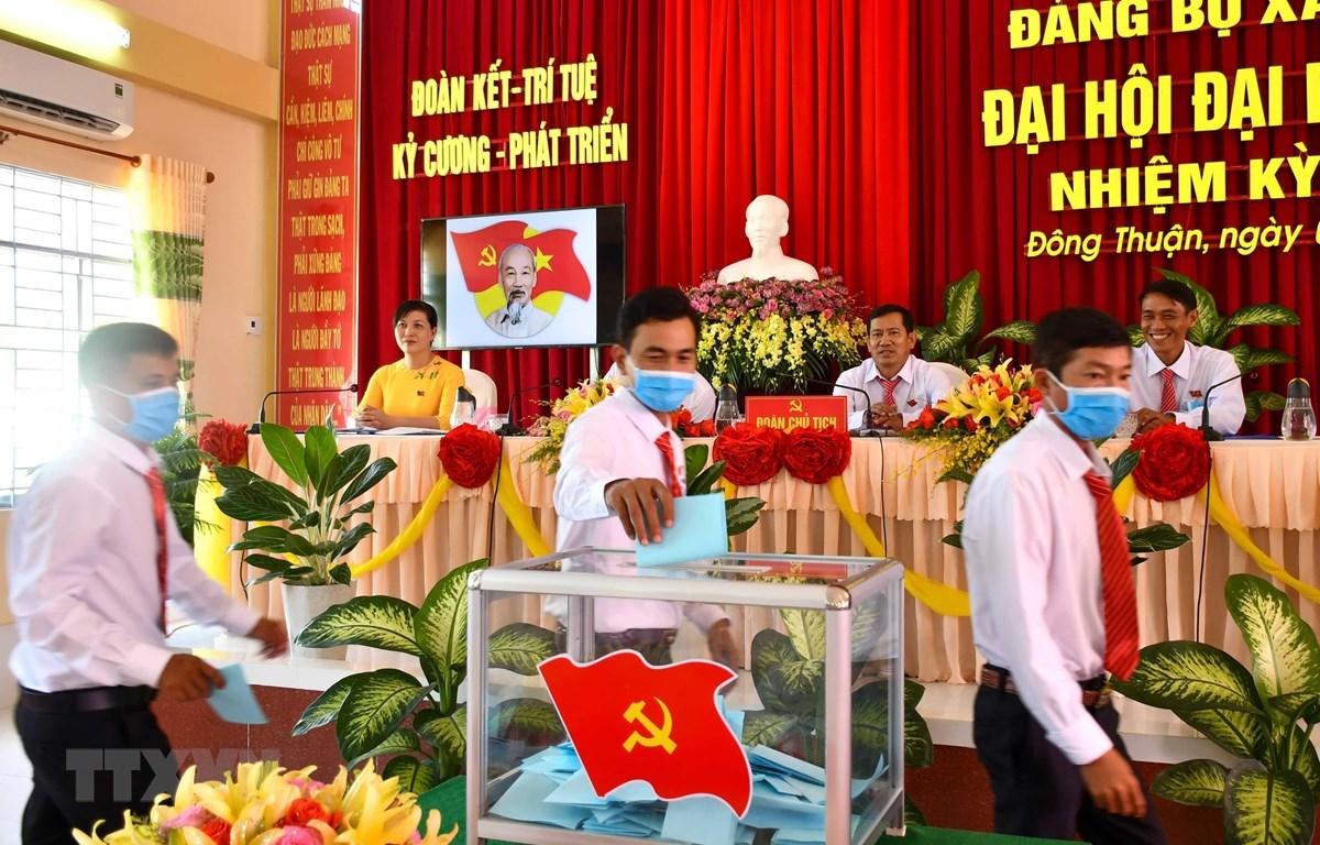 Bỏ phiếu bầu Ban Chấp hành Đảng bộ xã Đông Thuận, huyện Thới Lai, thành phố Cần Thơ nhiệm kỳ 2020-2025. (Ảnh minh họa: Thanh Liêm/TTXVN)
