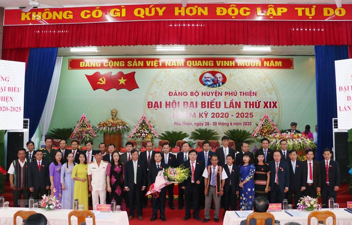 Ra mắt Ban Chấp hành Đảng bộ huyện Phú Thiện, nhiệm kỳ 2020-2025. (Ảnh: TTXVN phát)