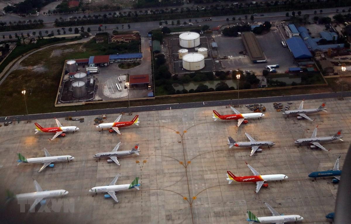 Máy bay đậu tại một góc sân bay Nội Bài. Ảnh: Huy Hùng/TTXVN)