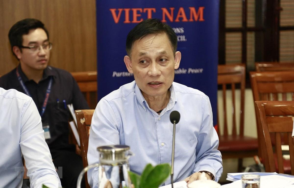 Ủy viên Trung ương Đảng, Thứ trưởng Bộ Ngoại giao Lê Hoài Trung phát biểu tại cuộc họp. (Ảnh: TTXVN phát)